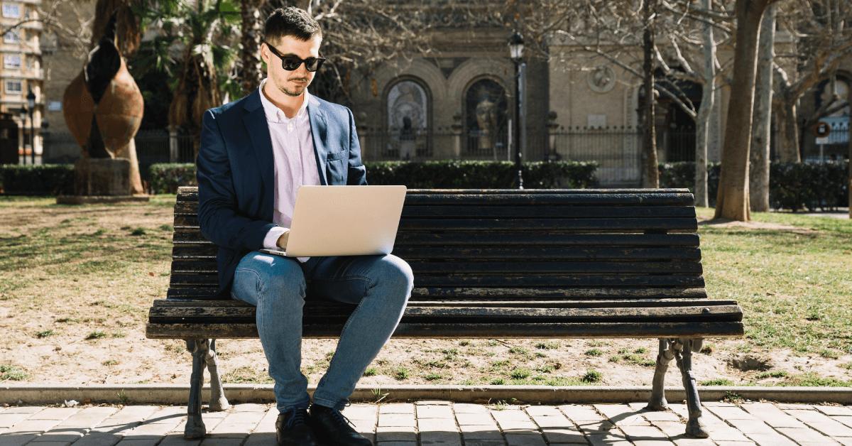Invista em um programa de contabilidade online